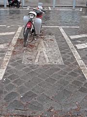 Parke nicht auf unseren Wegen! (onnola) Tags: berlin kreuzberg deutschland germany strase street fusgänger pedestrian walk übergang moped roller motorbike kopfsteinpflaster cobblestone