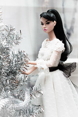 Clara (GlamLadyDollstudio) Tags: dolls dollsoutfits dollfashion dollclothes dollhouse dolcollection integrity poppyparkerdoll poppy poppyparker barbiestyle christmas
