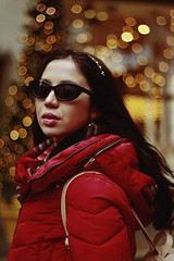 NYC, 2018 (TheJennire) Tags: photography fotografia foto photo canon camera camara colours colores cores light luz young tumblr indie teen adolescentcontent people portrait 2018 nyc newyork bokeh xmas christmas holidays sunglasses red fashion oufit winter 50mm 5th avenue fifthavenue