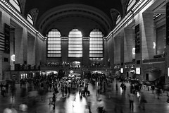 frenesia paradigmatica (hydRometra) Tags: grandcentralstation usa hall architecture manhattan atrio architettura bnw persone newyork bn windows people bw indoor