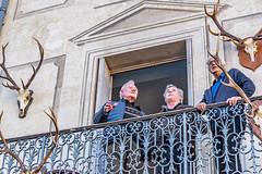 117-Balcon et trophée (Alain COSTE) Tags: gasconha lesgens marché bazas boeufgras folklore foule village gironde france fr