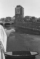 Dâmbovița secată - 25 feb. 2019 (bogdanduna.ro) Tags: agfa agfaapx agfa400 agfaapx400 professional canonfd 28mmfd fdlens canonae1program ae1program dambovita blackandwhite bnw analog 35mm 35mmfilm filmphoto filmphotography blackandwhitefilm manual bucharest romania boat empty bogdanduna bobgdandunaphotography lifeinsequences dried driedriver urban urbanphoto bucuresti monochrome city citylife