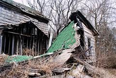 Once a farmhouse in Alden, Illinois (Cragin Spring) Tags: farm house abandoned decay farmhouse home mchenrycounty northernillinois alden aldenil aldenillinois rural illinois il midwest unitedstates usa unitedstatesofamerica