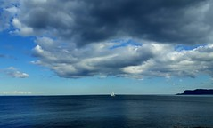 Piccola......tra mare e cielo!!! (dona(bluesea)) Tags: mare sea nuvole clouds cielo sky nlu blue barca boat foroitalico palermo sicilia sicily