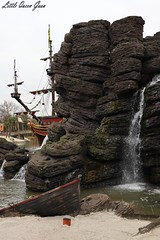 Pirates Of The Carribean Inspiration (Little Queen Gaou) Tags: girl fille photographie photography selfie inspiration pirates carribean caraïbes movies attractions games décors scene parc disneyland paris france indiana jones castle château princesse princess princesses dream rêve beautiful gorgeous superbe somptueux manoir hanté haunted manor cendrillon cinderella paysage landscape mickey headdress serretête jessi buzz woody toy story monstre academy films dessins animés ratatouille architecture colorful coloré travel voyage découverte discovery