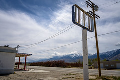 Olancha, CA (jonasfj) Tags: nikonz7 z7 nikon nikkor24704s 2470 olancha ca california us usa desert mountain mountains abandonedgasstation highway powerlines telephonelines poles parking