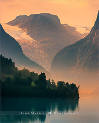 Sunrise at Lovatnet - Norway (~ Floydian ~) Tags: henkmeijer photography floydian lovatnet lodal lodalen valley norway fjord norwegian sunrise sognogfjordane lake water morning dawn mountain mountains tranquil tranquility serene peaceful nature natural scenery landscape landscapes canon canoneos1dsmarkiii loen