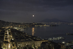 super luna stasera a Napoli - super moon tonight in Naples (58lilu58) Tags: naples napoli night luna moon superluna supermoon landscape sky skyline paesaggio mare sea panorama