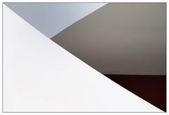 Triangles (frodul) Tags: architektur detail diagonale gebäude gestaltung innenansicht linie hannover kunst sprengelmuseum abstrakt caldersaal blau dreieck niedersachsen deutschland