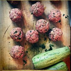 O O O O / / -------------------- [in Explore] (ghiro1234 [♀]) Tags: meatballs polpette zucchineripiene macinato aglio prezzemolo panegrattato pomodoro olio sale hipstamatic inexplore explored