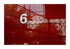 Le 6 (Jean-Louis DUMAS) Tags: reflecting réflection reflets bâtiment building londres london artistique frame square losange abstrait abstraction abstract artistic art architecte architectural architecture architect yellow lignes géométrique rouge red