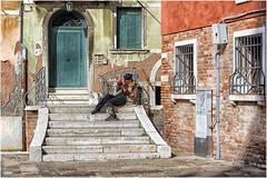 Venezia  ...  tra calli e campielli ... (miriam ulivi - OFF/ON) Tags: miriamulivi nikond7200 italia venezia calli campielli ragazza girl street febbraio2019 february2019 stphotographia