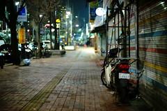 2107/1847:z (june1777) Tags: snap street seoul night light bokeh sony a7ii canon fd 55mm f12 2500 clear