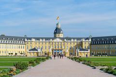 Der Weg zum Schloss (KaAuenwasser) Tags: schlosskarlsruhe gebäude schloss residenzschloss fächerstadt stadt karlsruhe weg historisch