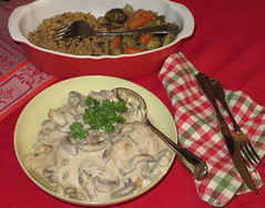 I SHALL BE TRAVELING FOR A COUPLE OF WEEKS AND I'LL CATCH UP WHEN I RETURN. GREETINGS TO ALL.     Blanquette de poulet au citron. Lemon Chicken with mushroom sauce. (Traveling with Simone) Tags: poulet chicken pouletaucitron lemonchicken mushrooms sauce blanquette champignons citron lemon food meal repas nourriture dinner lunch