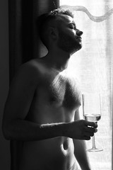 Playtime # 55 (just.Luc) Tags: glass glas verre wine wijn vin wein bn nb zw monochroom monotone monochrome bw man male homme hombre uomo mann shirtless barechested torsenu