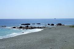 De retour le long de la côte ouest de Lanyu (8pl) Tags: plage mer océan lanyu côte bleu reflets gravier rocaille luisant éclat taïwan île eau gravillon scintillant beach sea brillant chaleur