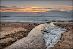 Bäcken vid storsand (Jonas Thomén) Tags: sea hav storsand beach strand bäck creek snow snö ice is sand clouds moln sunset solnedgång hdr vatten water evening kväll