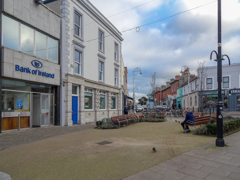 A VISIT TO BLACKROCK VILLAGE [BANK OF IRELAND]-148046