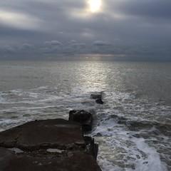 Watery sunshine (Patricia Lucy) Tags: seaford sea tide rocks
