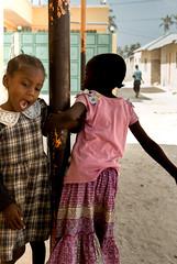 © Zoltan Papdi 2018-8918 (Papdi Zoltan Silvester) Tags: vertical afrique africa zanzibar jambiani village personne enfant femme enpleinair brut culture beauté fille coloré town nobody child women outside gross beauty girl colored