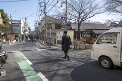 Tokyo.渋谷区西原 二字橋 (iwagami.t) Tags: iwagamitetsuo 201903 fujifilm fuji xt3 xf14mm japan tokyo city town urban street road people car tree