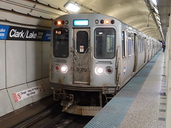 201812068 Chicago subway station 'Clark/ Lake' (taigatrommelchen) Tags: 20181250 usa il illinois chicago icon urban railway railroad mass transit subway station tunnel train cta