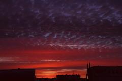 Lever de soleil à Malakoff - 16 (hervétherry) Tags: france iledefrance hautsdeseine malakoff canon eos 7d efs 18200 leverdesoleil lever soleil sunrise nuage cloud matin morning toit roof ville city town