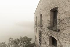 Miravet (Ricardo Pallejá) Tags: old street fog ebro nikon d500 travel tarragona tokina1116 ricardopallejáherrera rio rural river