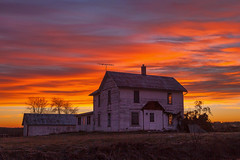 Abandoned Farmhouse (nikons4me) Tags: iowa ia oldhouse farmhouse abandoned abandonment morning dawn house sky canoneos5dmarkii canonef24105mmf4lisusm oncewashome