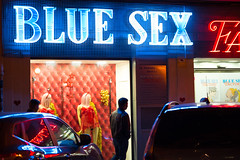 Blue sex (enmrd) Tags: street streetnight streetphotography streetcolor valencia spain a7s loxia85mm24