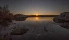 Puesta de sol. (Amparo Hervella) Tags: embalsedevalmayor comunidaddemadrid españa spain agua paisaje reflejo naturaleza roca atardecer largaexposición d7000 nikon nikond7000