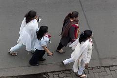 A4015 (lumenus) Tags: india maharashtra mumbai bombay pedestrians bandra street