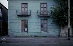 La Boca (Julio López Saguar) Tags: segundo juliolópezsaguar early color película film 35mm buenosaires argentina calle street laboca edificio building old viejo