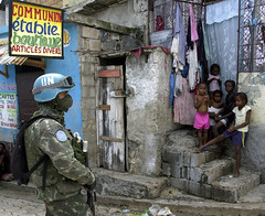 Fantasmas masacre en Haiti 2.jpg (prodbdf) Tags: square horizontal patrol unsoldier neighbourhood shack poverty slum city child street portauprince haiti
