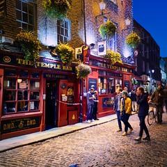 Temple Bar #Dublin (Jim Nix / Nomadic Pursuits) Tags: jimnix nomadicpursuits photography travel dublin ireland europe templebar templebardistrict bar pub cityscape streetscene landmark blue hour