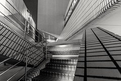 Escalera (Damián Chiappe) Tags: asia hongkong kowloon arquitectura escalera architecture modernarchitecture arquitecturamoderna hongkongisland isladehongkong abstracta abstract abstraccion abstraction stairs lineas lines