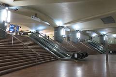 Station Bibliothèque François Mitterrand, ligne 14 du métro parisien, Paris XIIIe (Yvette G.) Tags: 1mois1thème escalier paris paris13 métro escalator ligne14 bibliothèquefrançoismitterrand
