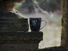 Kaffeepause auf dem Friedhof (ingrid eulenfan) Tags: 2019 kaffeepause pausecafé coffebreak 365project kaffee espresso cappuccino cup coffeepot tasse coffee coffeetogo dampf smog