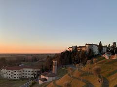 (Paolo Cozzarizza) Tags: italia friuliveneziagiulia pordenone spilimbergo panorama alba cielo alberi chiesa castello prato