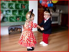 Ein Tänzchen geht noch... / One more little dance... (ursula.valtiner) Tags: puppe doll luis bärbel künstlerpuppe masterpiecedoll fasching carnival faschingsfest carnivalparty tanz dance mickymaus minniemaus mickeymouse minniemouse