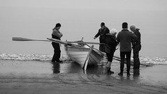 Time to Launch 08 (byronv2) Tags: peoplewatching candid street blackandwhite blackwhite bw monochrome portobello edinburgh edimbourg scotland beach sea northsea river riverforth rnbforth firthofforth forth coast coastal shore boat rowboat skiff sailing rowing water