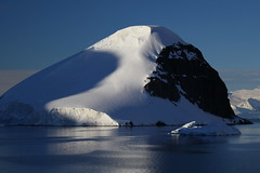 IMG_6857 (y.awanohara) Tags: cuvervilleisland cuverville antarctica antarcticpeninsula icebergs glaciers blue january2019