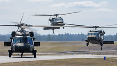 ARMY 20577 FLIGHT (Kaiserjp) Tags: usarmy blackhawk helicopter military avgeek puyallup grayaaf kplu formation taxi backlit uh60 h60 uh60m