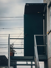 2019-04-10-132611 (Schmidtze) Tags: architektur ausflug berlin berlinpankow berlinpankowprenzlauerberg door farbe norwegerstrase olympusem1markii olympusm12100mmf40 prenzlauerberg spaziergang stadt stair staircase treppe tür menschenleer