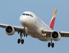 Iberia / Airbus A320-214 / EC-KOH (vic_206) Tags: iberia airbusa320214 eckoh bcn lebl