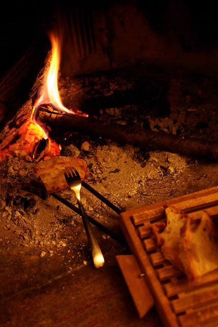 bruschetta sul fuoco di camino