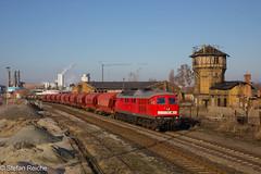 232 528 (Stefan´s Bahnbilder) Tags: eisenbahn himmel bernburg 232 ludmilla v300 5d49 bw wagen