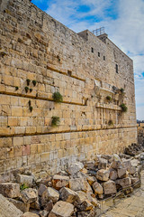 Remains of Robinson's Arch along with ruins of stone blocks from the Second Temple at the Western Wall Excavations in Old City of Jerusalem Israel (mbell1975) Tags: 2018 western wall excavations old city jerusalem israel remains robinsons arch along with stone blocks from second temple jerusalemdistrict il jlm middleeast middle east altstadt historic ancient יְרוּשָׁלַיִם mount ruin ruins archeological site