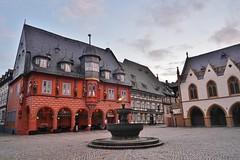 Goslar: Marktplatz (zug55) Tags: goslar niedersachsen deutschland germany lowersaxony unesco welterbe weltkulturerbe unescoworldheritagesite worldheritagesite worldheritage rathaus gothic gotisch spätgotisch lategothic gotik kaiserworth worthgilde zunfthaus guildhouse marktplatz